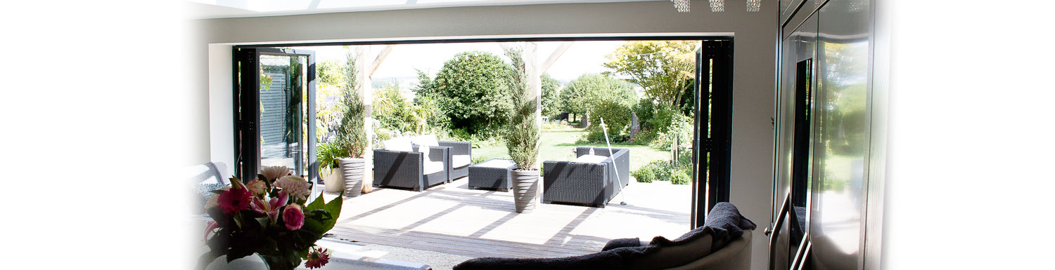 P.R Windows Ltd-multifolding-door-specialists-surrey